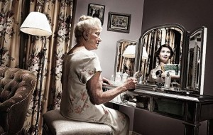 woman-in-the-mirror